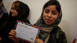 Eine unserer Programmteilnehmerinnen im Irak mit ihrer #MessageToMySister.