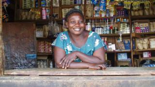 """Eine Absolventin des Programms """"Stärkere Frauen, stärkere Nationen"""" in ihrem eigenen Geschäft. Foto: WfWI"""