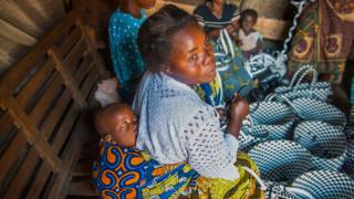 Programmteilnehmerin im Kongo mit ihrem Kind. Foto: Alison Wright