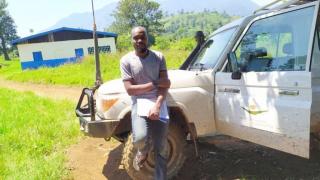 """""""Wenn man vor Ort ist, sieht man die Freude, die durch unsere Arbeit in die Zielgemeinschaften gebracht wird"""" erzählt Aganze auf dem Weg zum Besuch eines unserer Ausbildungszentren im Osten der DRK. Foto: WfWI"""